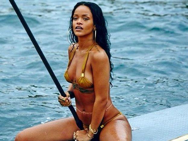 Rihanna suma al club de las botineras