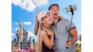 Disney prohíbe palos para selfis en sus parques en el mundo