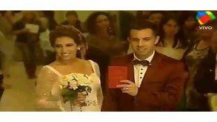 Vestidos como para la iglesia, Cinthia Fernández y Matías Defederico se casaron por civil