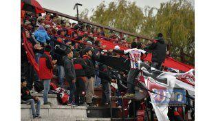 Los simpatizantes de Patrón desplegaron banderas y cantaron.   Foto UNO/Mateo Oviedo
