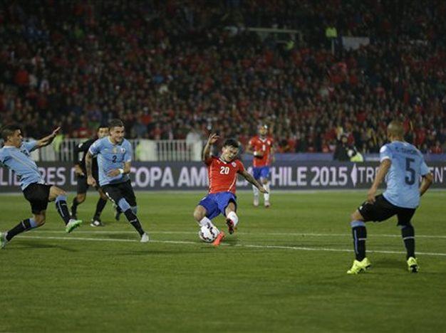 Chile eliminó a Uruguay de la Copa América en un partido caliente