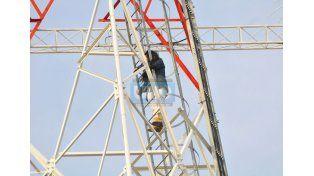 Una joven amenazó con arrojarse de la antena de Gutierrez y Montiel