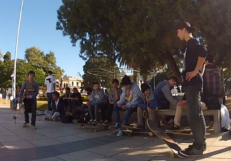 El Día Mundial del skate se festejó como se debe, en las calles