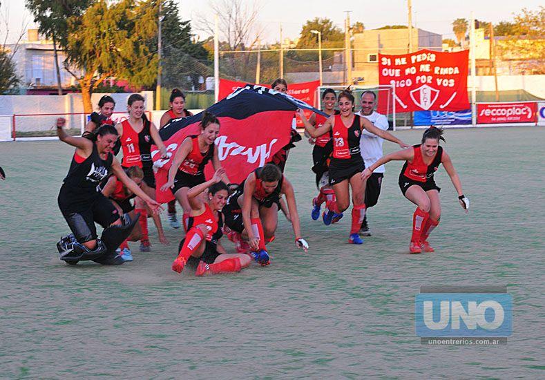 Las campeonas. Newell's fue el campeón del certamen Regional y consiguió el pasaporte a la divisional A.  Foto UNO/Juan Manuel Hernández