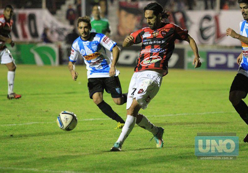 Leandro Becerra jugó un aceptable partido en el Santo.   Foto UNO/Diego Arias