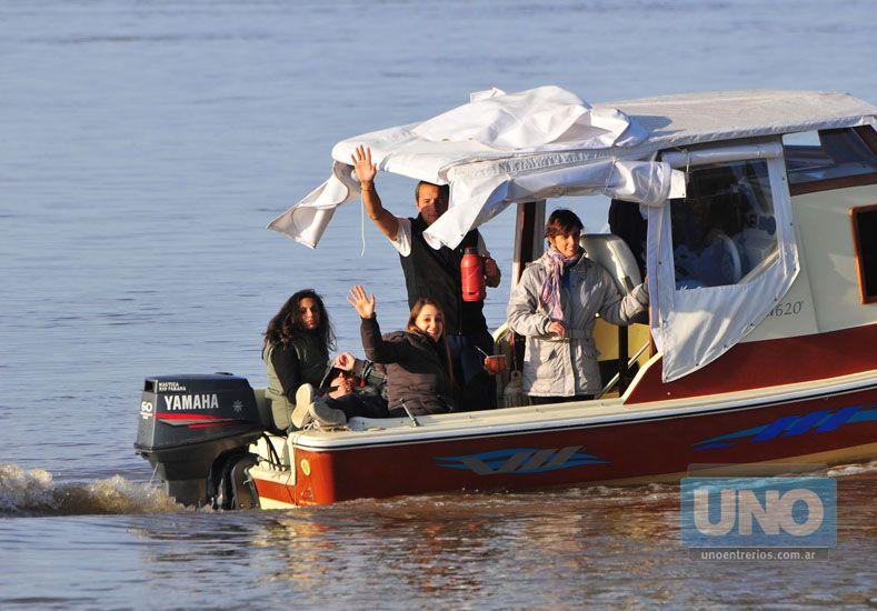 La embarcación siguió el maratón y saludó al fotógrafo de UNO.   Foto UNO/ Juan Manuel Hernández