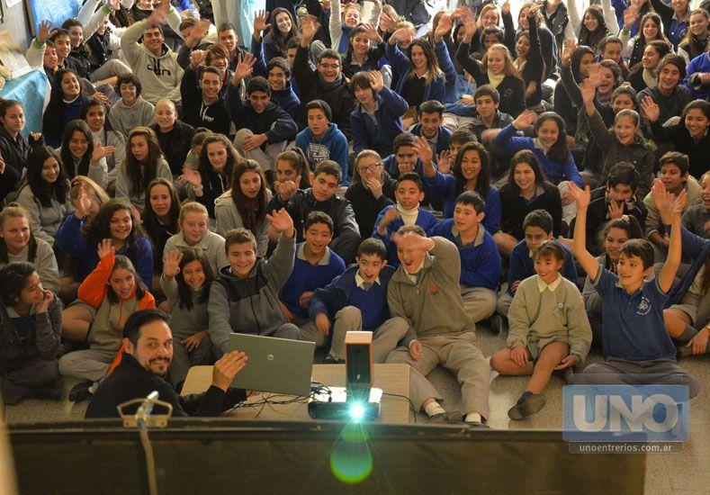 Cara a cara. Los estudiantes pudieron preguntar sobre la importancia de la Antártida.  Foto UNO/Mateo Oviedo