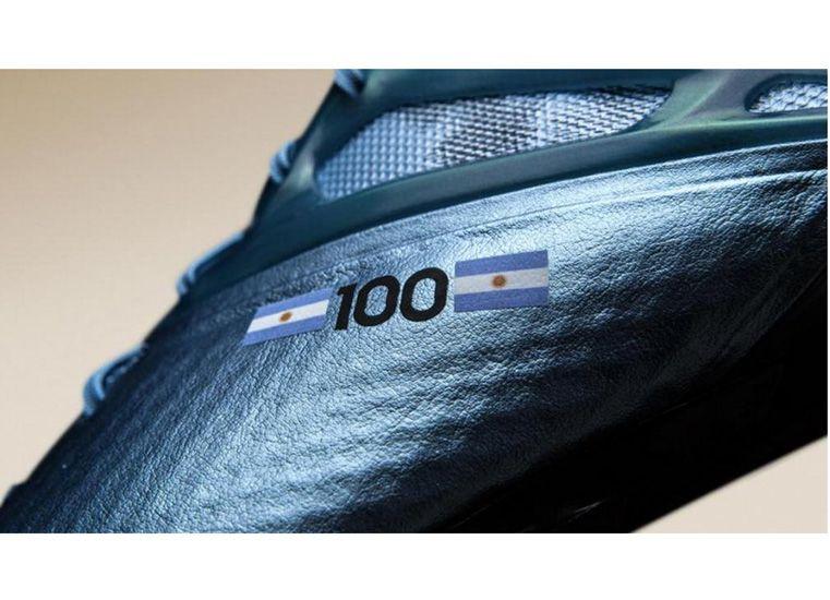 Adidas diseñó botines especiales para que Lio calce en este partido número 100 con la Selección.