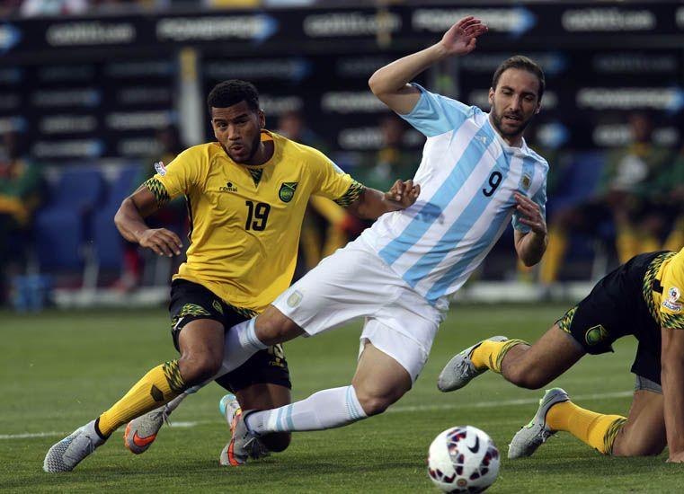 Argentina ganó y se adueñó del Grupo B