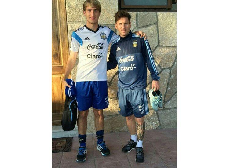 El paranaense junto al mejor jugador del mundo: Lionel Messi.