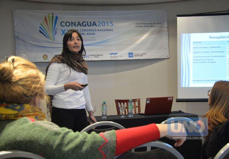 Exposición. María presentó en el congreso el trabajo que investigó para su tesis.  Foto UNO/Mateo Oviedo