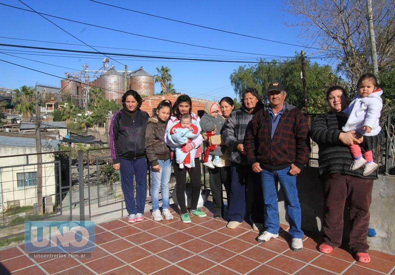 Dan pelea. La familia Gómez contó cómo creció Bajada Grande alrededor de la fábrica de aceite.  Foto UNO/Juan Ignacio Pereira
