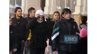 La gente salió a la calle muy abrigada. (Foto UNO/Archivo/Ilustrativa)