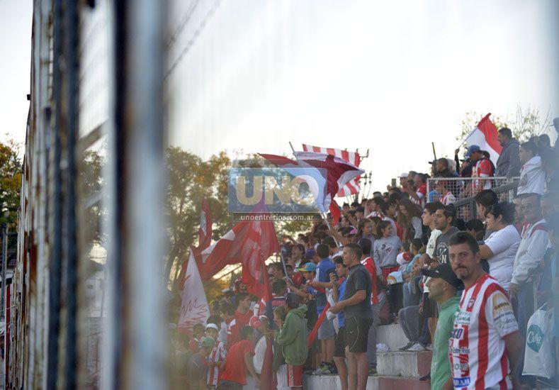 Aquellos que acrediten ser socios o adherentes del Gato podrán ver el derby con Patrón.  (Foto UNO/Mateo Oviedo)