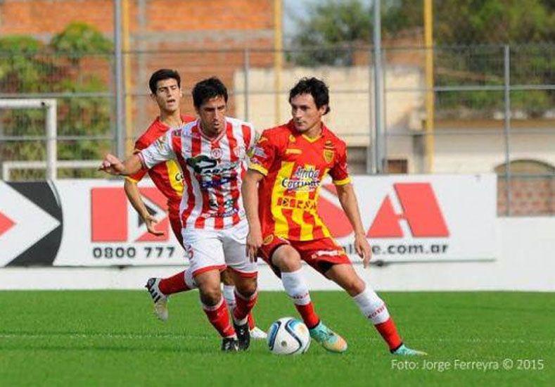 Atlético Paraná cayó 3 a 1 en Corrientes