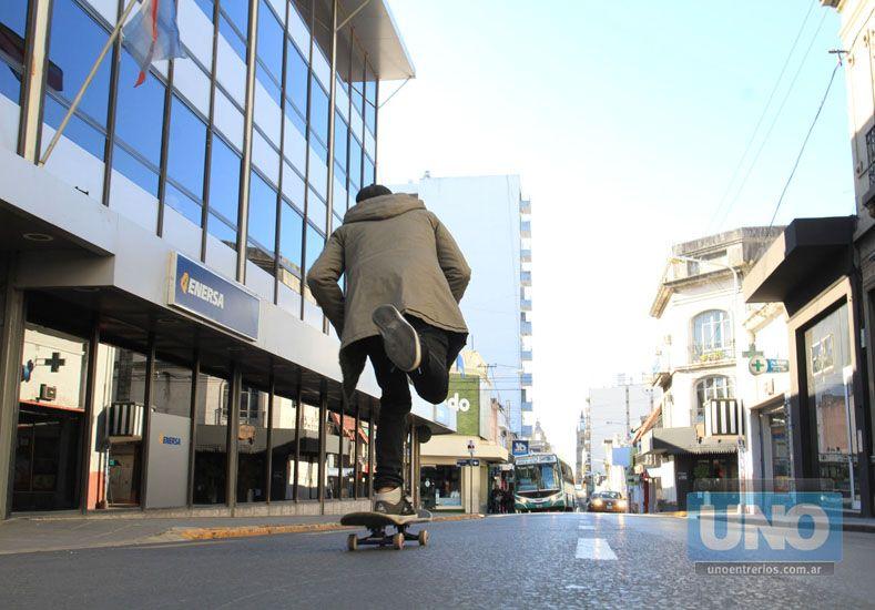 En calle Buenos Aires se hace difícil andar.