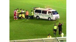 El fútbol está otra vez de luto: se desplomó en el césped y murió