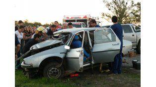Así quedó el Renault 12 en que viajaban las víctimas. (Foto: Noticias Villaguay)