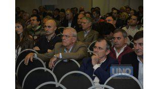 Atentos. Figuras políticas y empresarias siguieron las charlas.  Foto UNO/Mateo Oviedo