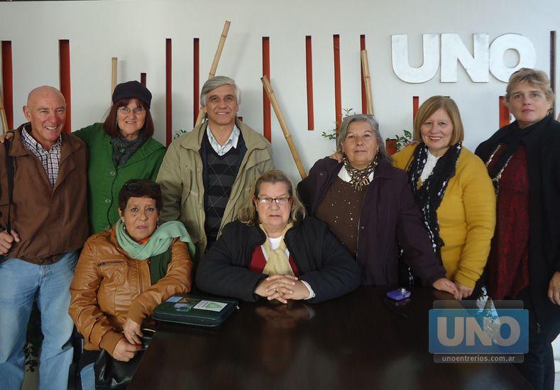 Casals (primero izquierda) junto a autoridades de Montevideo. Foto: UNO