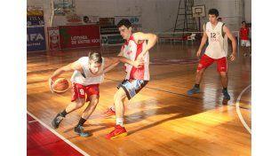 ENTRENANDO. Práctica de la Preselección U19 de Paraná.
