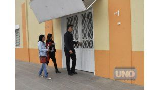 En el lugar. Observaron el sitio de los hechos denunciados. Foto UNO/Mateo Oviedo