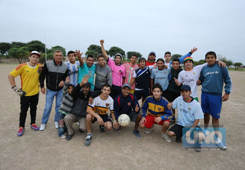 Los jugadores de Ángeles Negros en el primer entrenamiento de la semana. Foto UNO/Diego Arias