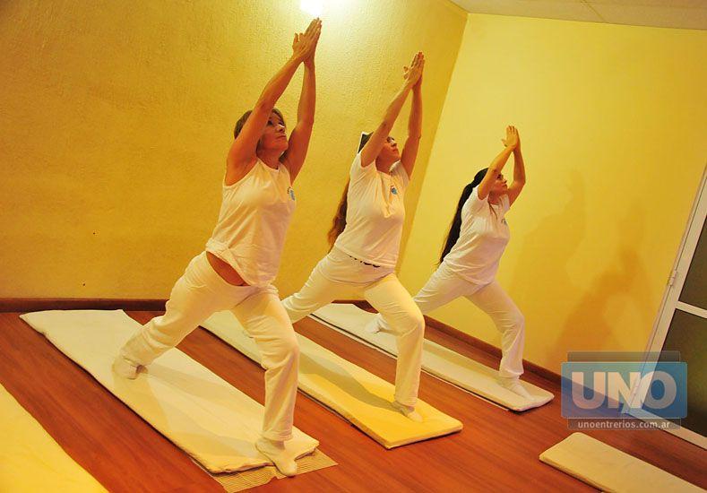 Oportunidad. Las profesoras de yoga responderán inquietudes y mostrarán posturas.  Foto UNO/Juan Manuel Hernández