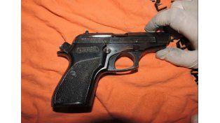 Escondida. La pistola secuestrada estaba en el 120 viviendas.