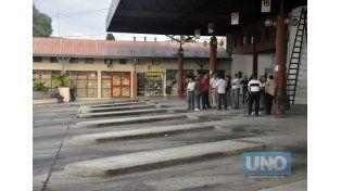 Desierta. La terminal de ómnibus de Paraná presentará este panorama por el reclamo de la UTA. Foto UNO/Mateo Oviedo