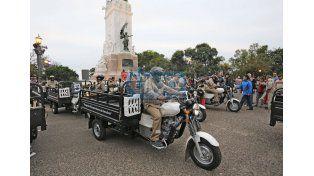 Entregaron motocarros a 23 familias