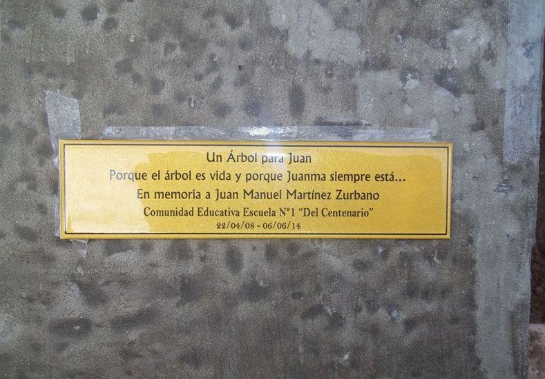 La Placa que recuerda a Juanma.