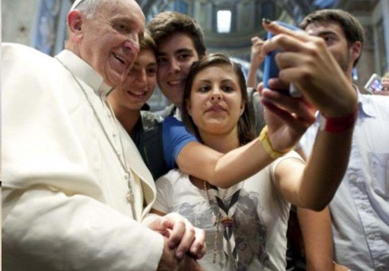 El Papa advirtió que el celular quita libertad y esclaviza
