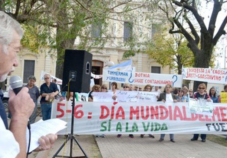 La Asamblea Ciudadana Ambiental se manifestó en Gualeguaychú, de espaldas al Municipio