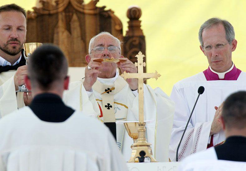 En Sarajevo, el papa Francisco denunció el clima de guerra que se vive en el mundo