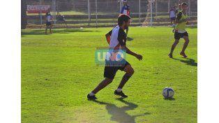 El Chelo se retiró antes de la práctica. Hoy se efectuará estudios para conocer con certeza su lesión.  (Foto UNO/ Juan Manuel Hernández)