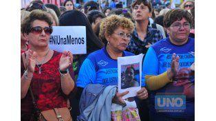 Masiva. En calle Belgrano recordaron con un mural a víctimas de la violencia de género. Foto UNO/Juan Manuel Hernández