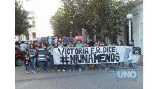 Multitudinaria. Victoria se movilizó hacia plaza San Martín.  Foto: LT39 Radio Victoria