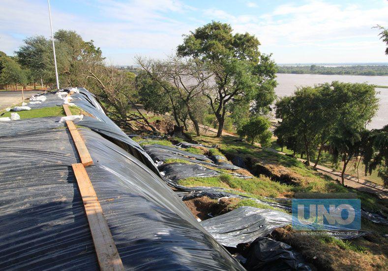 Sangran. Las grietas en barrancas tienen dos metros de ancho.  Foto UNO/Juan Ignacio Pereira