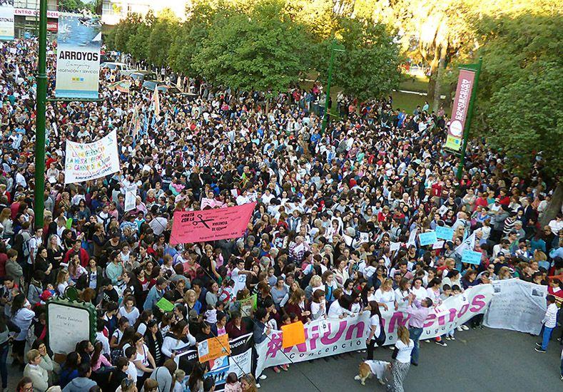 La marcha fue masiva en la plaza Ramírez de Concepción del Uruguay.
