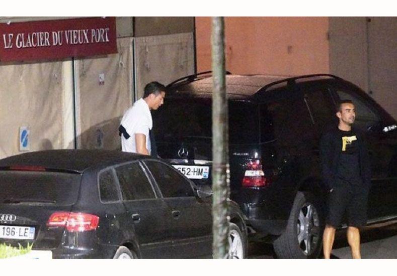 Cristiano Ronaldo hizo pis en la calle y lo pescaron
