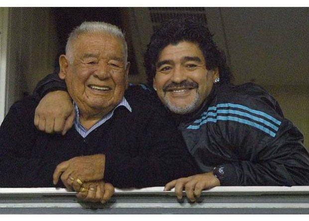 Diego Maradona adelantó su viaje al país por la delicada salud de su padre
