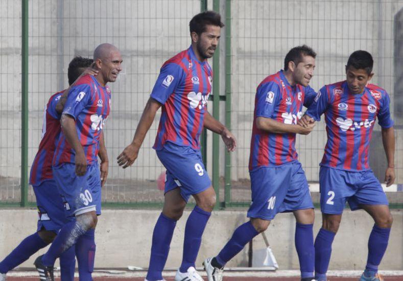 Troncoso (centro) festejando un gol con la casaca Azulgrana.