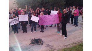 Vecinos se manifestaron a favor de los policías imputados por torturas