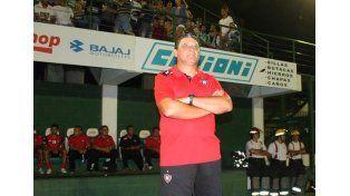El DT de Chacarita Aníbal Biggeri sufrió 10 bajas por lesión en su plantel.