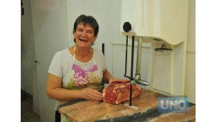 Raquel Passarino de Sosa lleva 30 años en la carnicería de Ismael