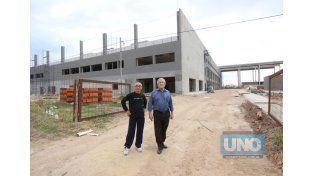 Los vecinalistas. Villalba y Rivara recorrieron la zona del nuevo hospital y General Espejo.  Foto UNO/Juan Ignacio Pereira