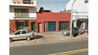 El fuego se originó en un local de la avenida Juan B. Justo al 9300. Foto: Street View