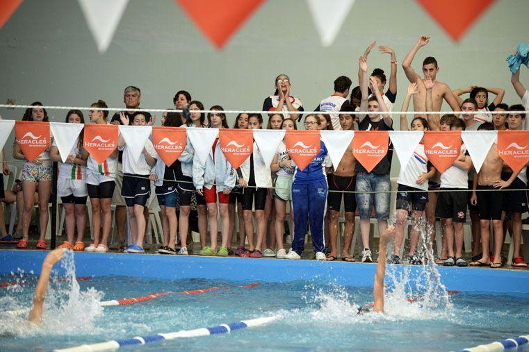 Los estudiantes de Primaria  se zambullen en la natación