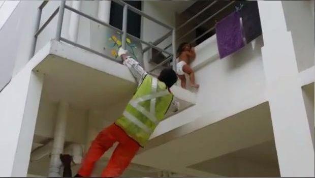 Rescataron a una nena de 3 años que iba a caer de un edificio